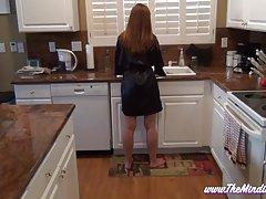 Mamá videos ponograficos burla a no su hijo en la cocina